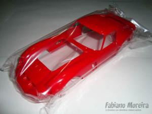 A carroceria é muito bem injetada e apresenta poucas marcas e linhas de molde a primeira vista. É nítida a melhora da Fujimi na injeção de seus kits. É um kit que vale a pena, é praticamente um enthusiast, com 188 peças que vão permitir a construção de um belo modelo de um fantástico automóvel da Ferrari.