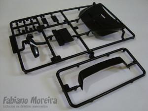 Aqui mais peças da carroceria, capot dianteiro, aerofólio e retrovisores. A qualidade surpreende.