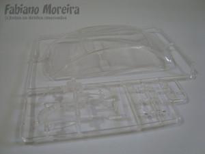 A árvore de transparência. Uma peça com os vidros e também as lentes dos faróis e lanternas traseiras.
