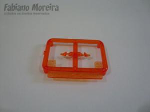As peças para as setas já injetadas em laranja.