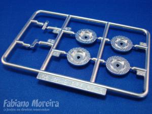 Aqui os discos de freio e outras peças com acabamento metalizado. Um set de photoetched pode dar um melhor acabamento aqui.