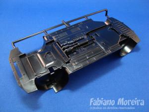 O chassis segue a tendência da indústria, muita coisa injetada.