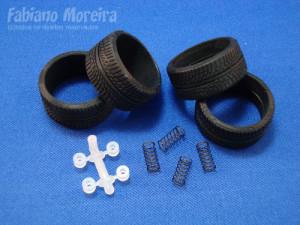Uma das coisas de que mais gostei nesse kit é o nível de detalhes. Nesta foto os pneus e as molas dos amortecedores ! Muito bom !!!
